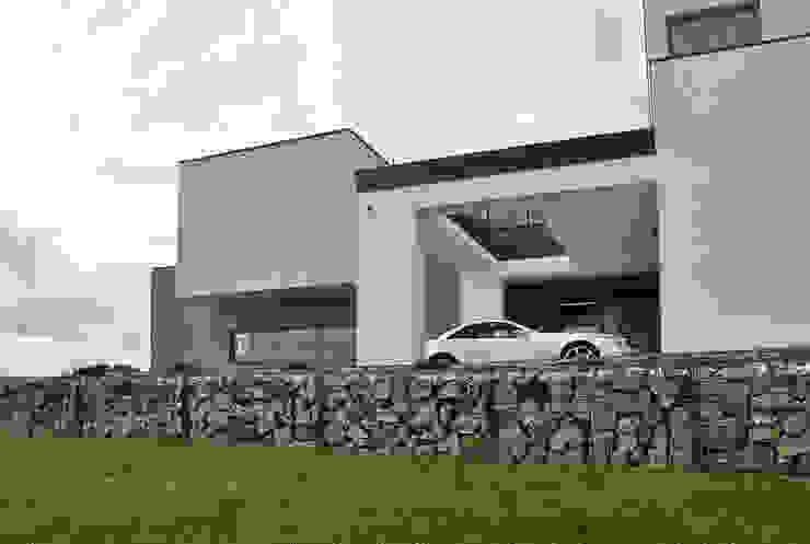 Moderne huizen van MACIEJ JANECZEK ARCHITEKT Modern