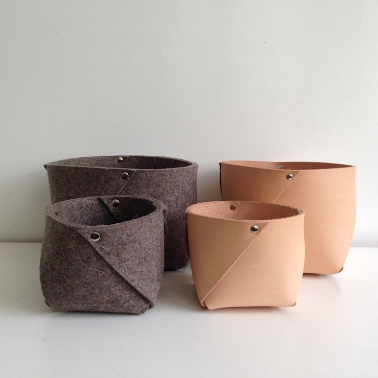 ​naturel tanned leather and wool felt container West medium, ROWOLD van ROWOLD Minimalistisch