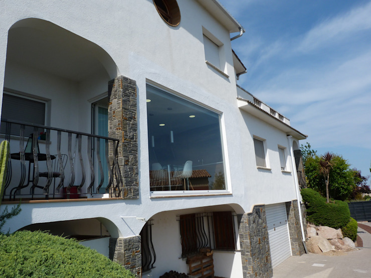 RENOVA INTERIORS Moderne Häuser