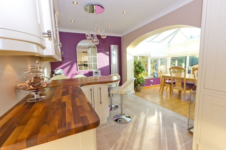 Traditional Kitchen in Leeds at Alwoodley Classic style kitchen by Twenty 5 Design Classic
