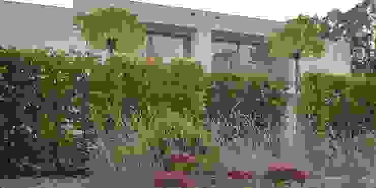 jesień w ogrodzie od Autorska Pracownia Architektury Krajobrazu Jardin Nowoczesny