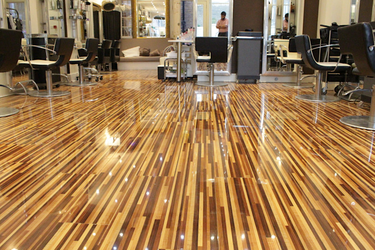 Upmarket St Johns Wood hair salon installs Designer Stripes Paredes y pisos de estilo rural de Floorless Floors Ltd Rural