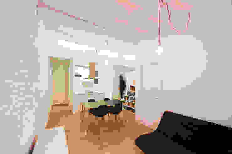 Cocina abierta a salón-comedor Cocinas modernas de Dolmen Serveis i Projectes SL Moderno