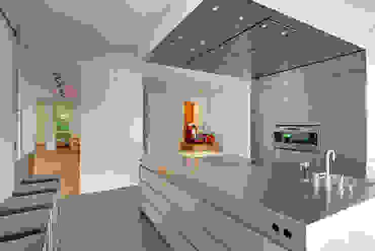 Privathaus München Moderne Küchen von raumkontor Innenarchitektur Architektur Modern
