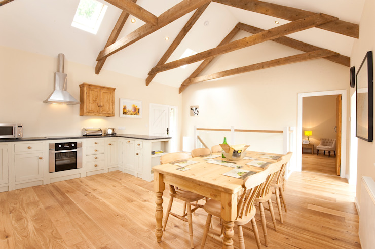 Barns Conversion, Cosawes Barton, Ponsanooth Country style hotels by Lilly Lewarne Practice Country