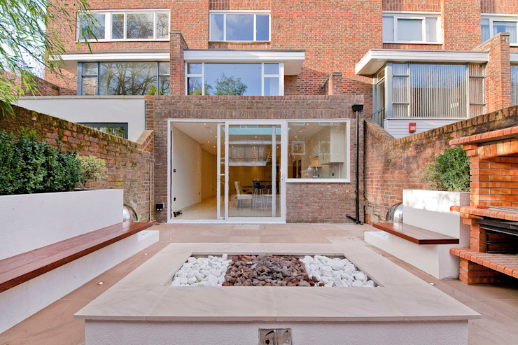 Private House - Holland Park Balkon, Beranda & Teras Modern Oleh New Images Architects Modern