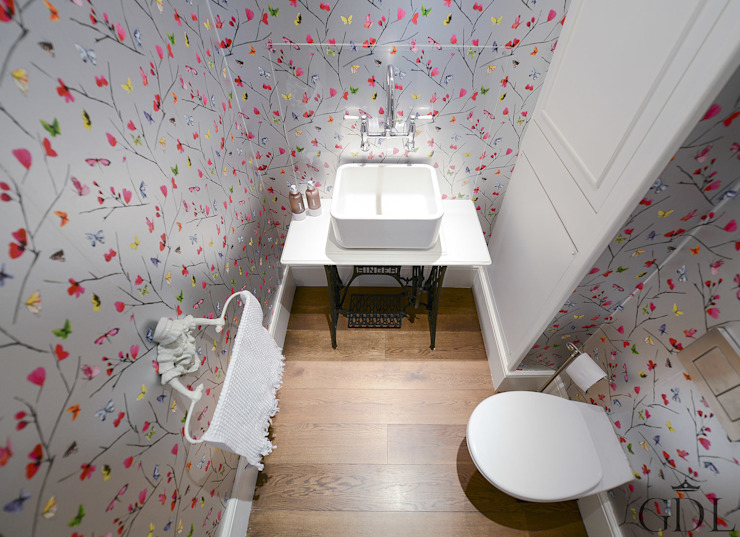 The Broadway, SW19 - Extension & Bathroom Renovation Bagno in stile classico di Grand Design London Ltd Classico