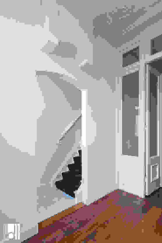 Hành lang, sảnh & cầu thang phong cách kinh điển bởi Studio D11 Kinh điển