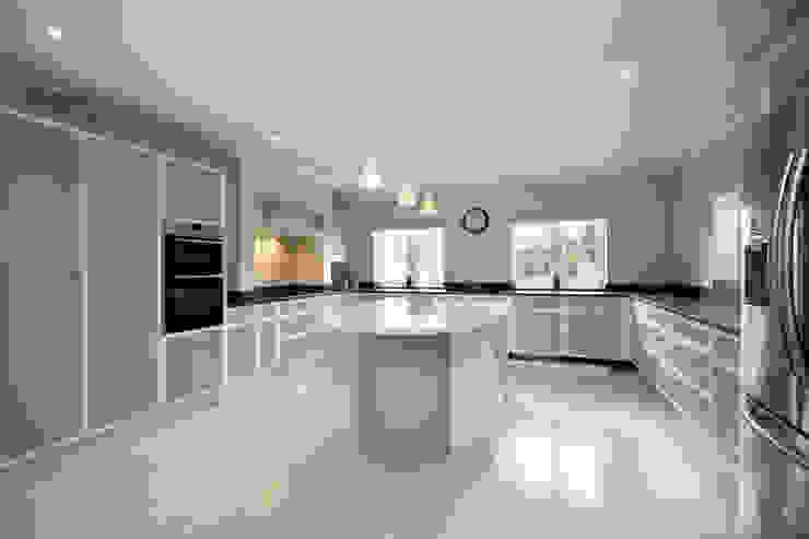 A Country Home Landhaus Küchen von Emma & Eve Interior Design Ltd Landhaus