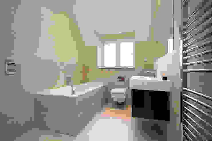 A Country Home Moderne Badezimmer von Emma & Eve Interior Design Ltd Modern
