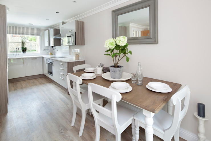 Cotswold Cottage Cocinas de estilo rural de Emma & Eve Interior Design Ltd Rural