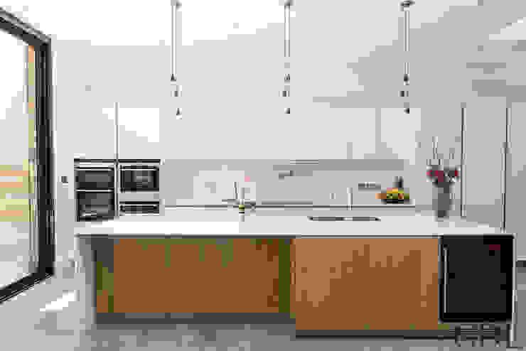St Mary's Crescent, London - Kitchen Extension: minimalist  by Grand Design London Ltd, Minimalist