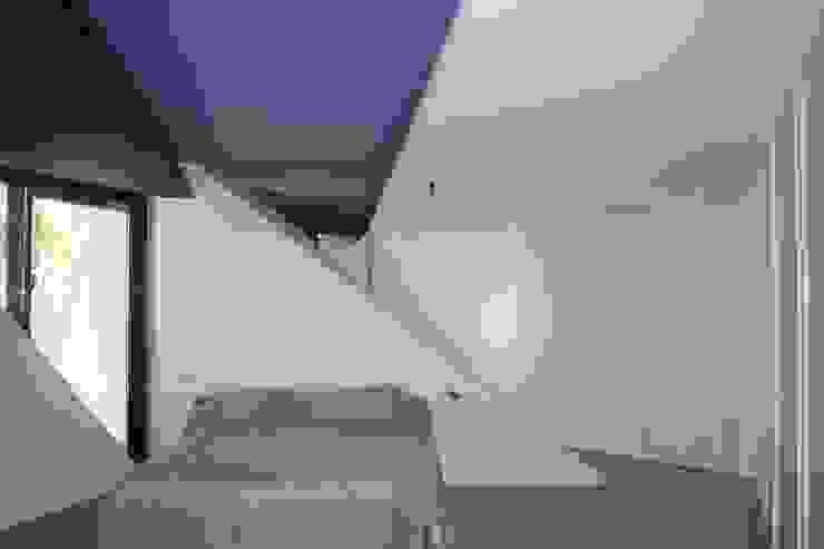 PROYECTO 4 Dormitorios de estilo minimalista de LOWDECOR Minimalista Derivados de madera Transparente