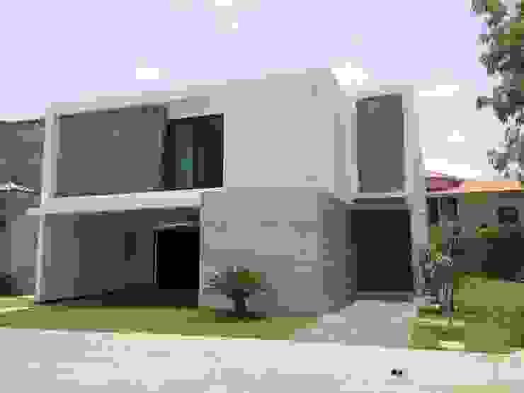 Modern Houses by Hussein Garzon arquitectura Modern