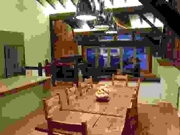 Val D'isere France Salas de jantar rústicas por CasaNora Rústico