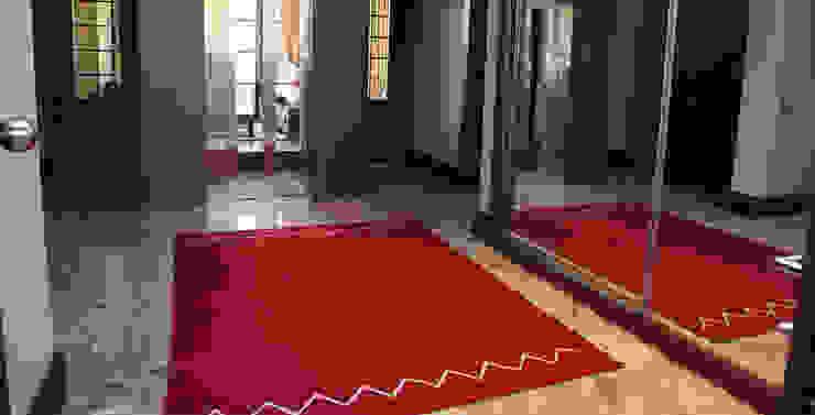 Pasillos, vestíbulos y escaleras de estilo moderno de Nurettin Üçok İnşaat Moderno