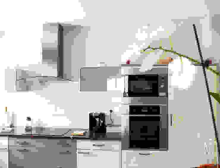 Modern style kitchen by Uniq intérieurs Modern