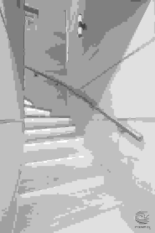 ZROBYM architects Minimalist corridor, hallway & stairs