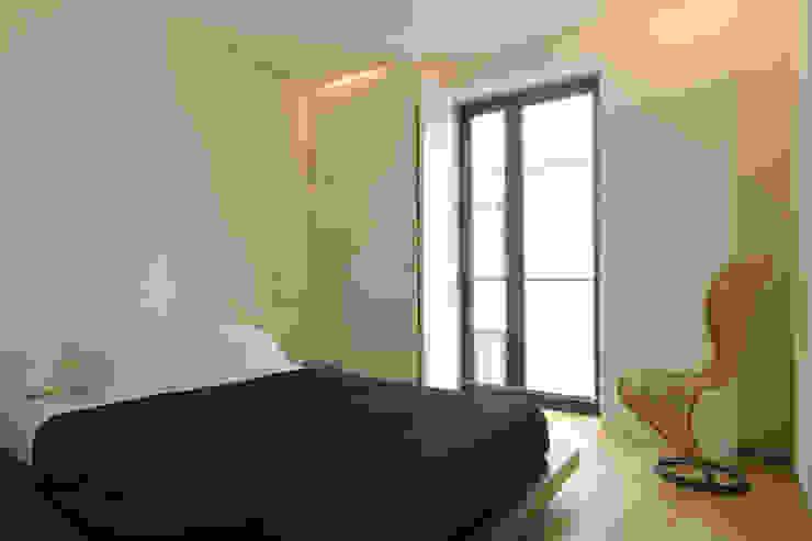 REFORMA DE APARTAMENTO EN CASCO HISTÓRICO, OURENSE RDLC Dormitorios de estilo moderno