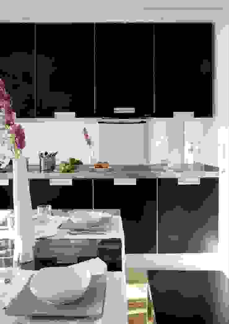 REFORMA DE APARTAMENTO EN CASCO HISTÓRICO, OURENSE Cocinas de estilo moderno de RDLC Moderno