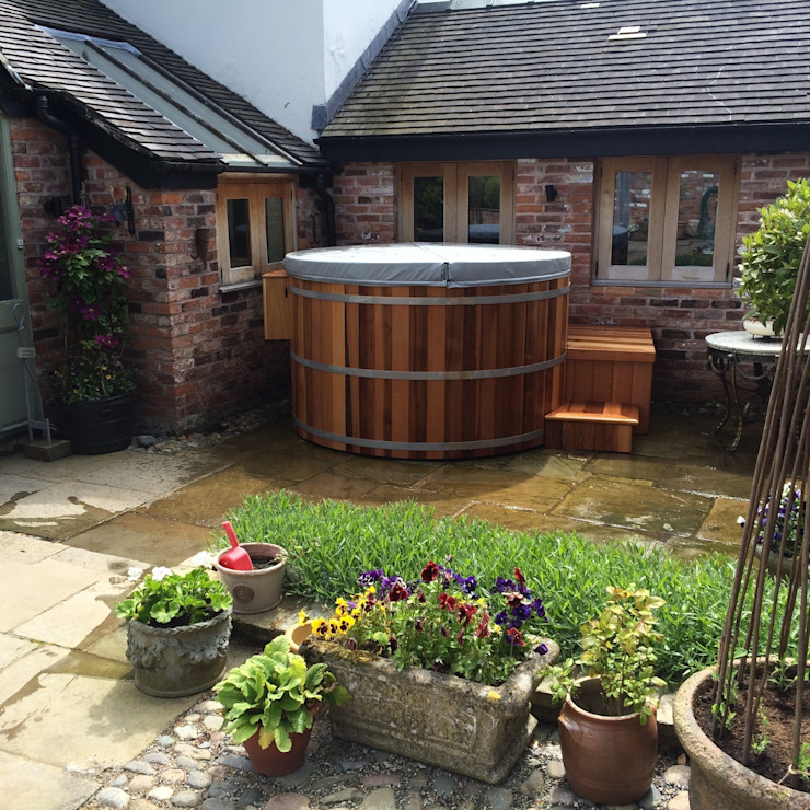 Northern lights Hot Tubs and Saunas Mediterranean style spa by Cedar Hot Tubs UK Mediterranean