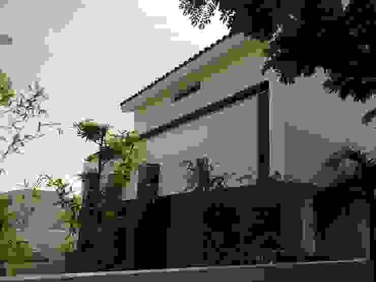 casa 319 Casas modernas de Hussein Garzon arquitectura Moderno Cerámico