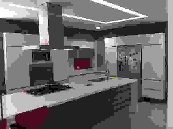 Cucina moderna di Hussein Garzon arquitectura Moderno Quarzo
