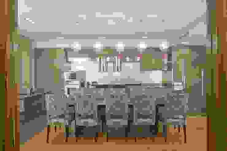 Квартира 84 кв.м Кухни в эклектичном стиле от DECORA Эклектичный