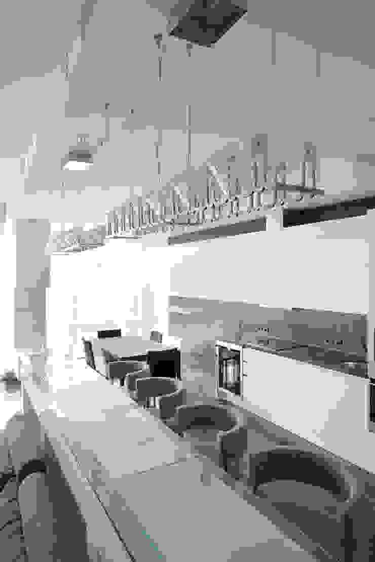 Кутузовская ривьера Столовая комната в стиле минимализм от DECORA Минимализм