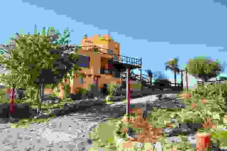 COMPLEJOS TURISTICOS Casas rústicas de CASAS&CABAÑAS by ARQ JAVIER LOYOLA Rústico