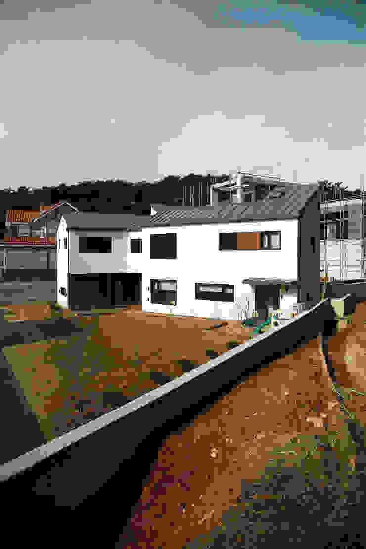은하수가 (Eunhasoo House) 모던스타일 주택 by 삼간일목 (Samganilmok) 모던
