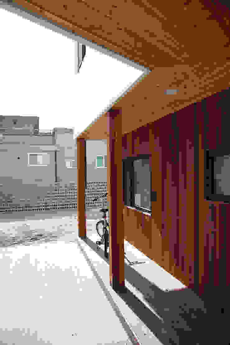은하수가 (Eunhasoo House) 모던스타일 발코니, 베란다 & 테라스 by 삼간일목 (Samganilmok) 모던