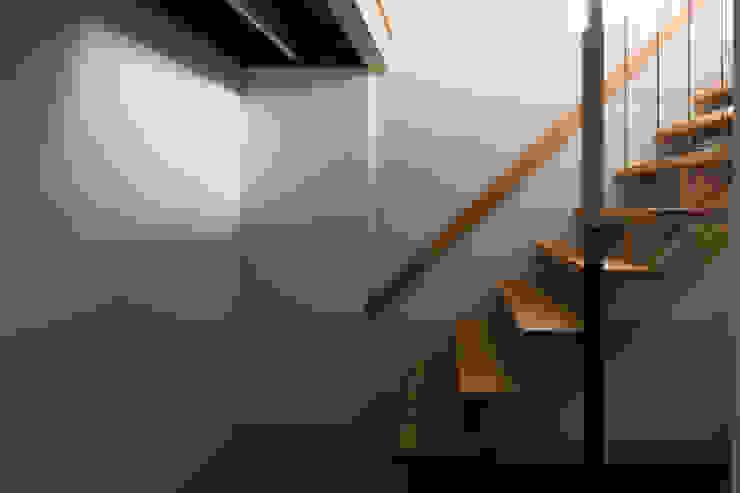 Koridor dan lorong by TRANSTYLE architects