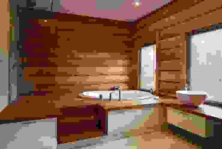 Деревянный жилой дом Московская обл., Истринский район, поселок Белые росы LOFTING Ванная комната в эклектичном стиле
