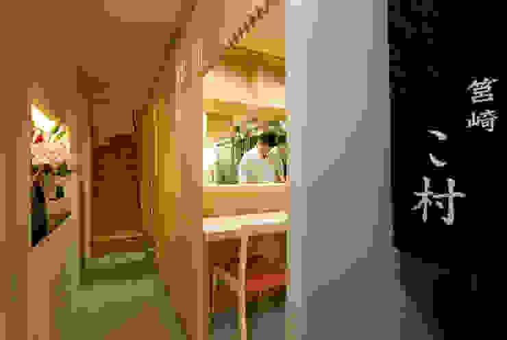 厨房、カウンター オリジナルスタイルの 玄関&廊下&階段 の 株式会社 斎藤政雄建築事務所 オリジナル