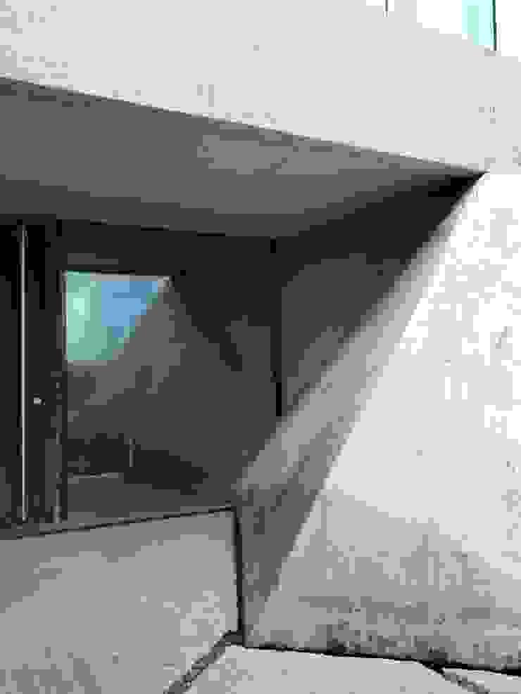 Stormy Castle LOYN+CO ARCHITECTS Minimalist windows & doors