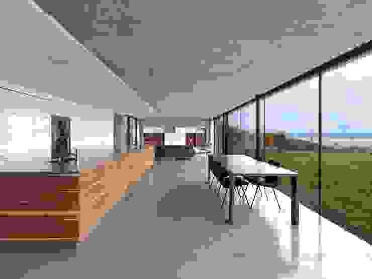 Stormy Castle LOYN+CO ARCHITECTS Modern kitchen