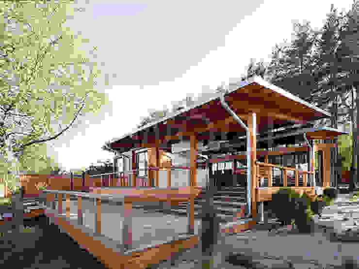 Balkon, Beranda & Teras Gaya Skandinavia Oleh NEWOOD - Современные деревянные дома Skandinavia