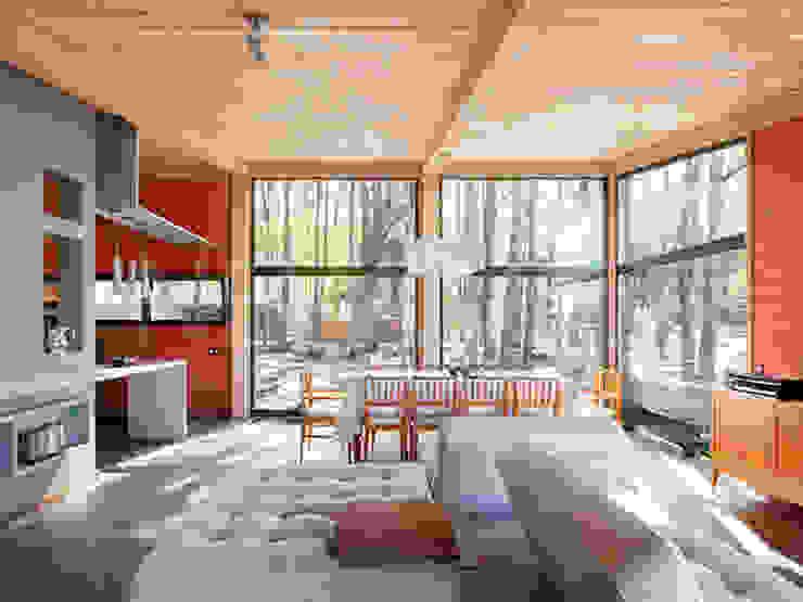 Livings de estilo escandinavo de NEWOOD - Современные деревянные дома Escandinavo