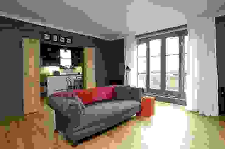 Living room connects with the kitchen Salones de estilo moderno de Forster Inc Moderno