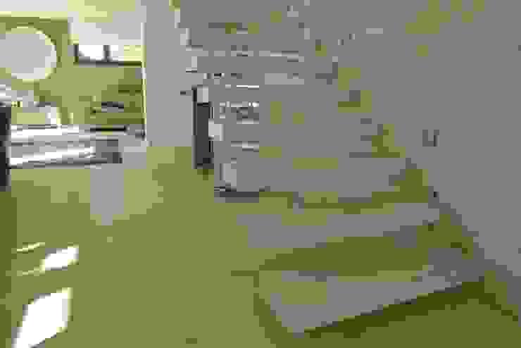 Modern living room by Holz + Floor GmbH   Thomas Maile   Wohngesunde Bodensysteme seit 1997 Modern