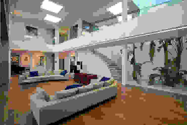 Formentor. Mallorca Salones de estilo moderno de Alibaz Inversiones Moderno