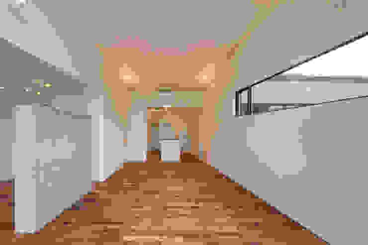 Minimalist media room by 有限会社MuFF Minimalist