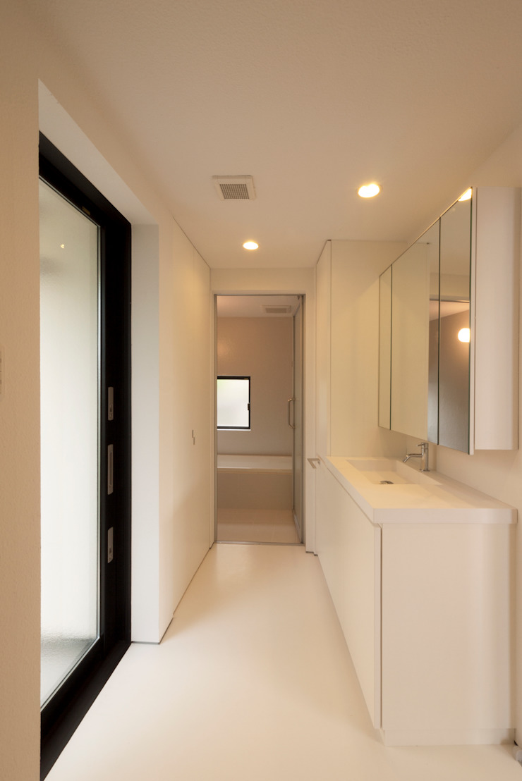 Minimalist bathroom by 有限会社MuFF Minimalist