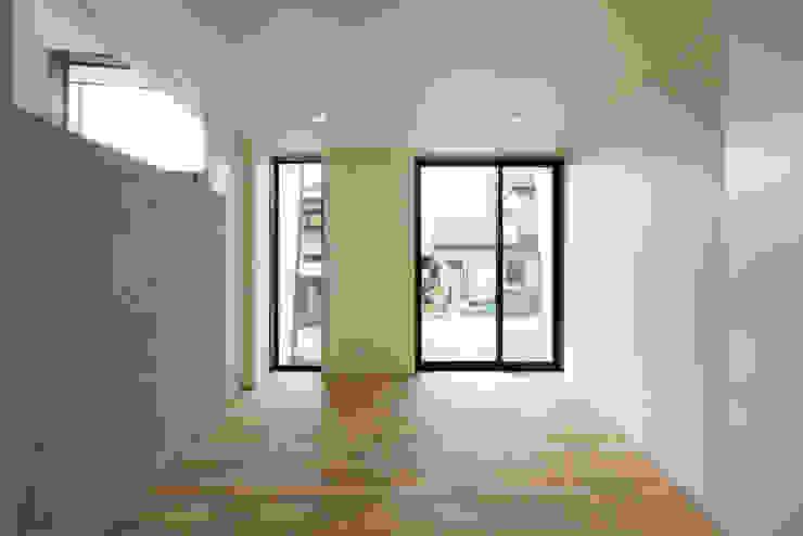 Minimalist bedroom by 有限会社MuFF Minimalist
