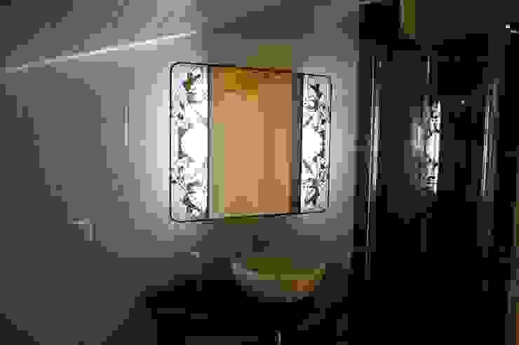 Miroir Salle de Bain lumineux en vitrail Tiffany par Lumière et Vitrail Éclectique