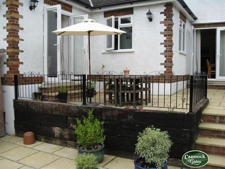 Winchester Metal Rialings from Cannock Gates Lifestyle Classic style garden by Cannock Gates Ltd Classic