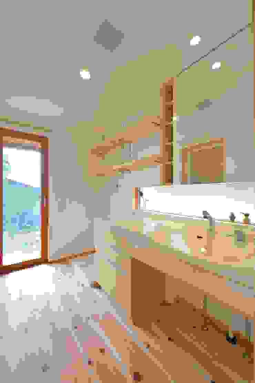 明るい洗面スペース モダンスタイルの お風呂 の 株式会社北村建築工房 モダン