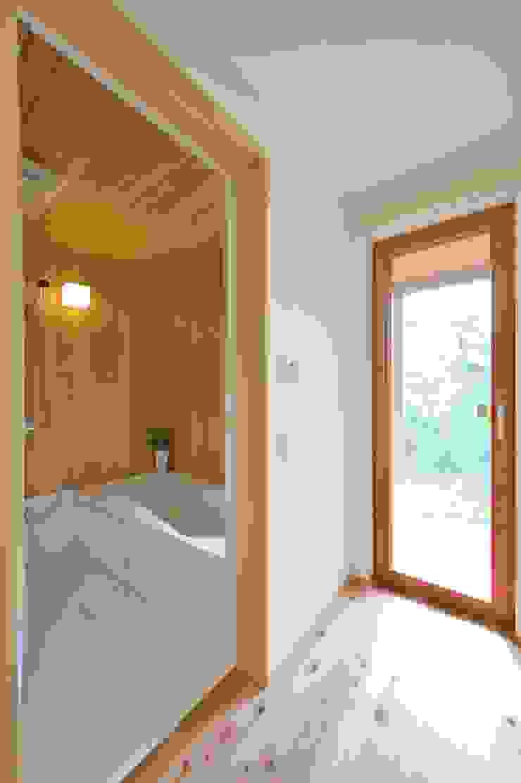 青森ヒバとハーフユニット オリジナルスタイルの お風呂 の 株式会社北村建築工房 オリジナル
