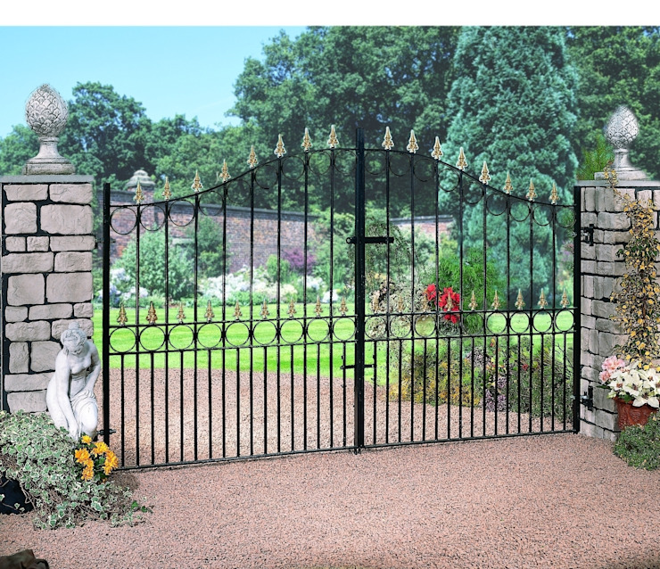 Royal Talisman Classic style garden by Cannock Gates Ltd Classic